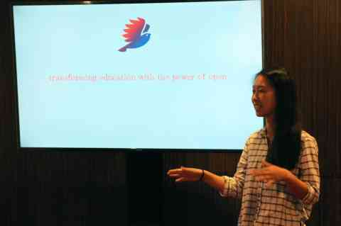 Sharon Peng OSPRI student presents her work with open source principles